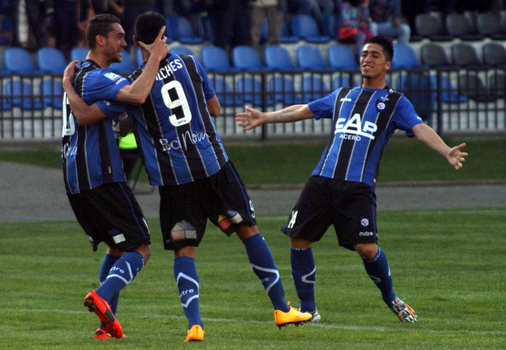 Con doblete de Andrés Vilches, Huachipato se ilusiona en la Copa