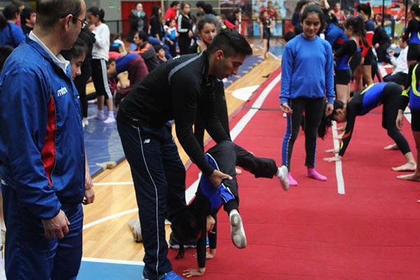 70 gimnastas y entrenadores locales, disfrutaron de una actividad de primer nivel