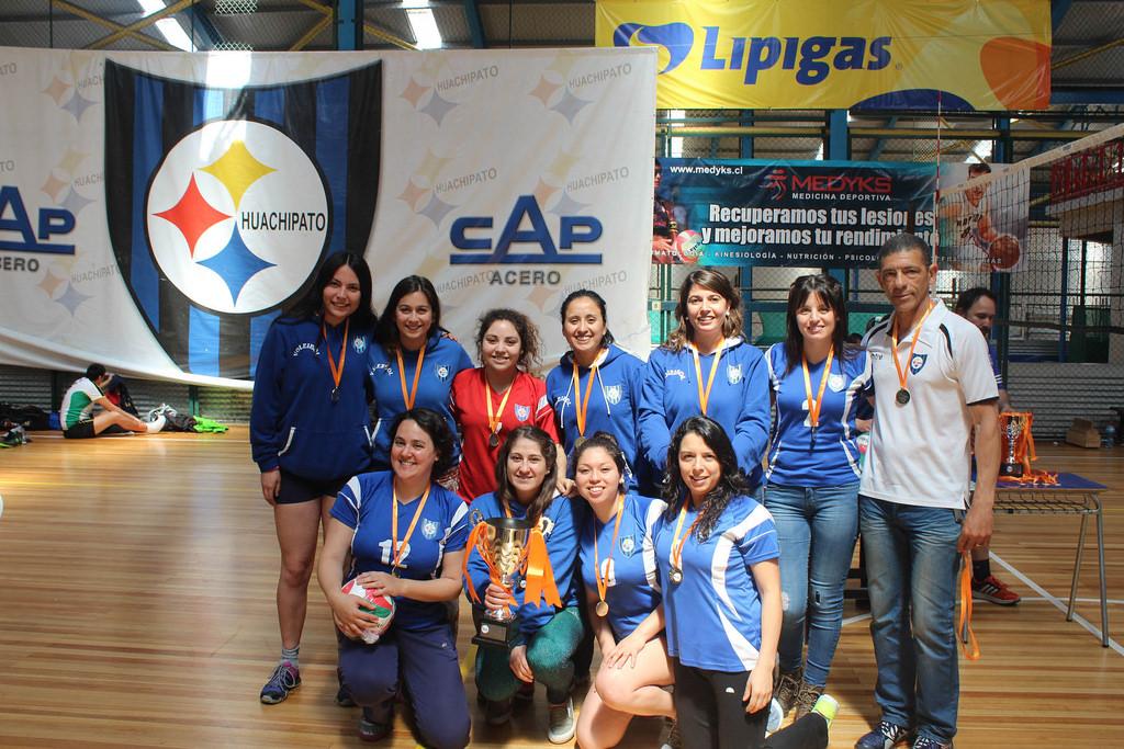 Liga Sur de Voleibol llegó a su fin y Huachipato damas gritó campeón