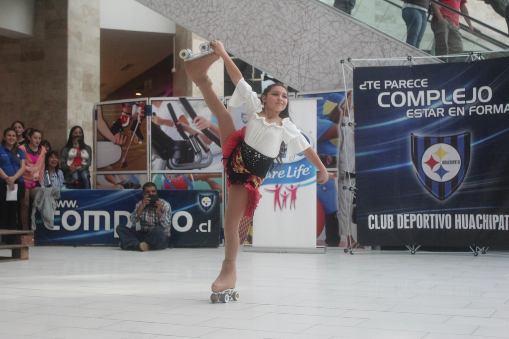 El Patinaje Artístico acerero deleitó a transeúntes en Mall Plaza El Trébol