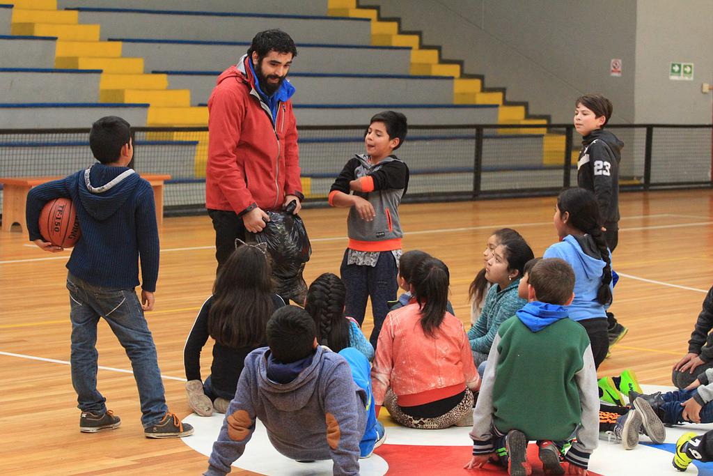 CAP Acero entrega alegría y sonrisas a niños de Talcahuano