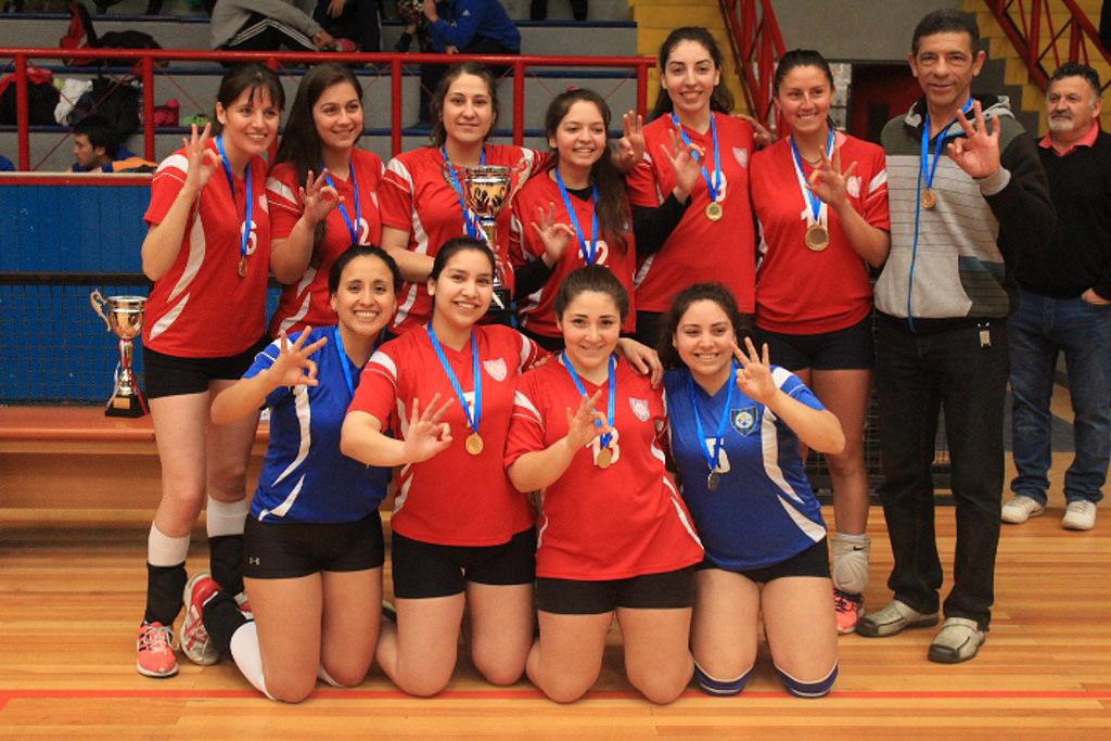 Equipo de Voleibol femenino del C.D.Huachipato gritó Tri campeón