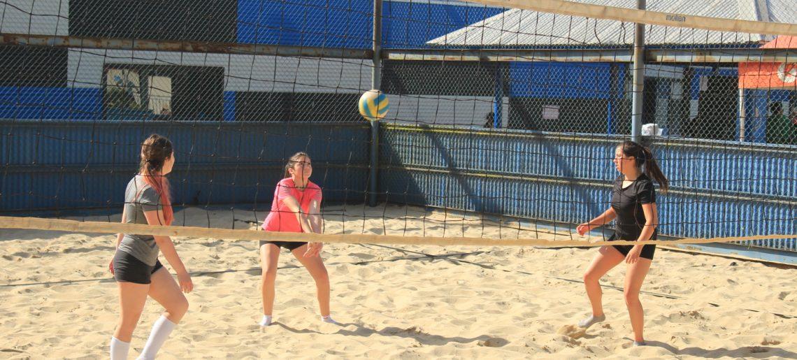 Socios acereros ya pueden disfrutar de la cancha de voleibol playa