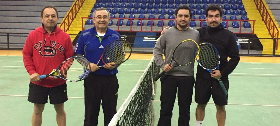 Socios acereros disfrutaron de un torneo indoor de tenis