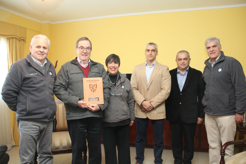 Gerente General de CAP Acero visita CDH para despedirse de la institución deportiva