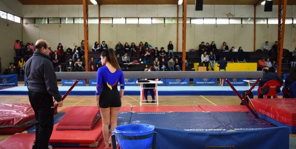Gimnasta acerera quedo entre las cinco mejores en torneo de la Universidad de Concepción