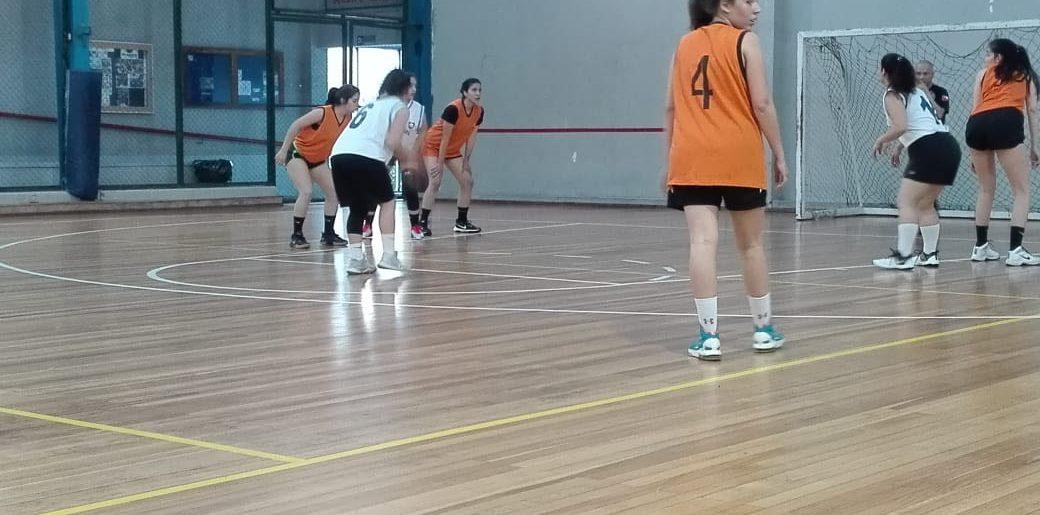 Comenzó la acción del básquetbol damas en el C.D.Huachipato