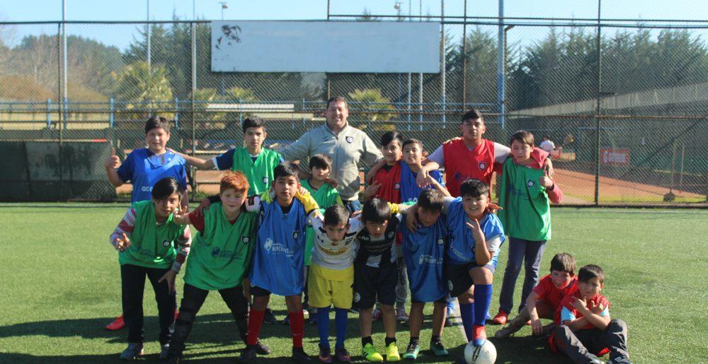 Menores de poblaciones Libertad y Gaete disfrutaron de sus vacaciones en el C.D.Huachipato