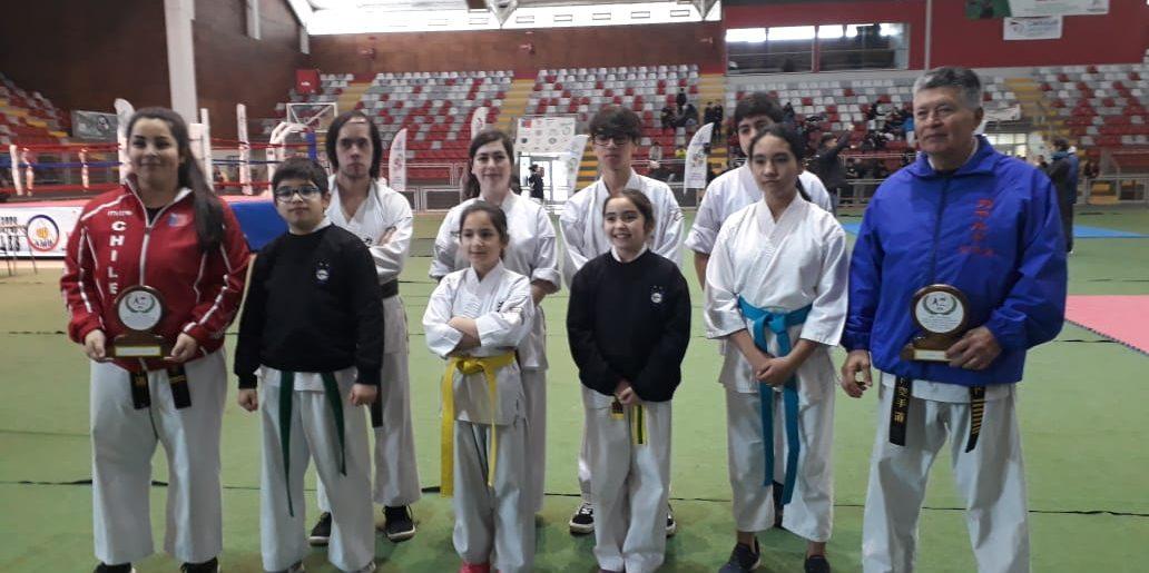 Karatecas acereros se lucieron en Los Ángeles